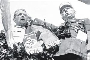 Bernd Rosemeyer (l.) und NSKK-Führer Adolf Hühnlein